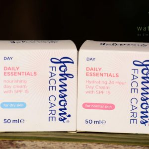 Johnson Face Care Daily Essentials Hydrating 24h Day Cream