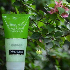 Neutrogena Visible Clear Pore & Shine Daily Scrub